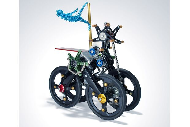 MB-Sram-Part-Project-2012-The-amazing-hjalmer-and-his-astonishing-one-person-self-propelled-circus-machine-Bruce-White (jpg)