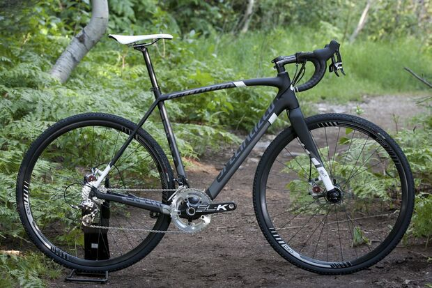 RB-2013-Specialized-Crux-Expert-Carbon-Disc-cyclocross-bike-draussen-nils (jpg)