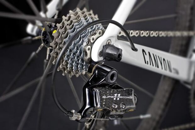 RB_Canyon_Aeroad_CF_2011R16_rear-derailleur-hanger_chain_stay (jpg)