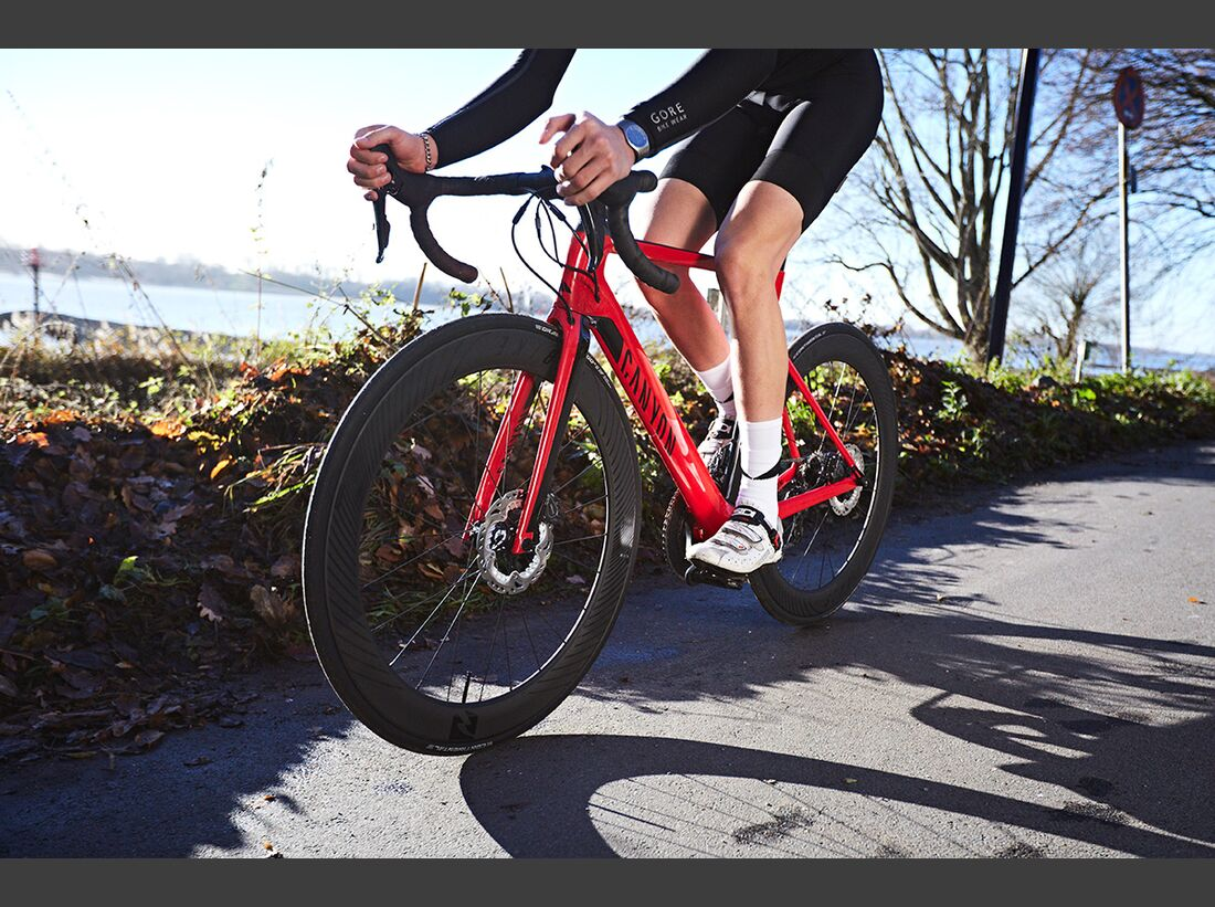rb-2017-Canyon-Bicycles--Action-(9) TEASER
