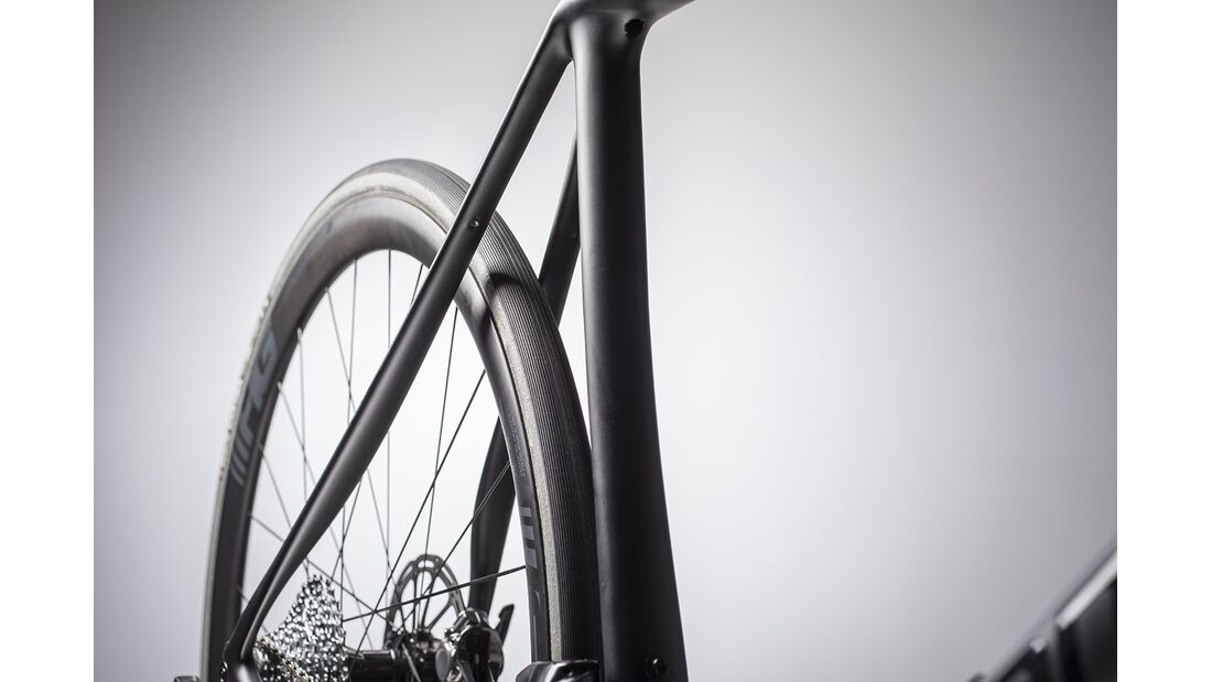 rb-2018-cannondale-synapse-disc-technik-tire-clearance.jpg